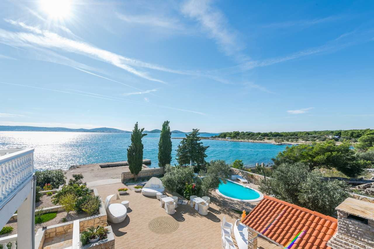 Villa Grande Pirovac – Luxury sea front pool villa in Pirovac, near Sibenik