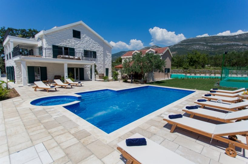 Villa Kastela – Luxury authentic stone villa near Split