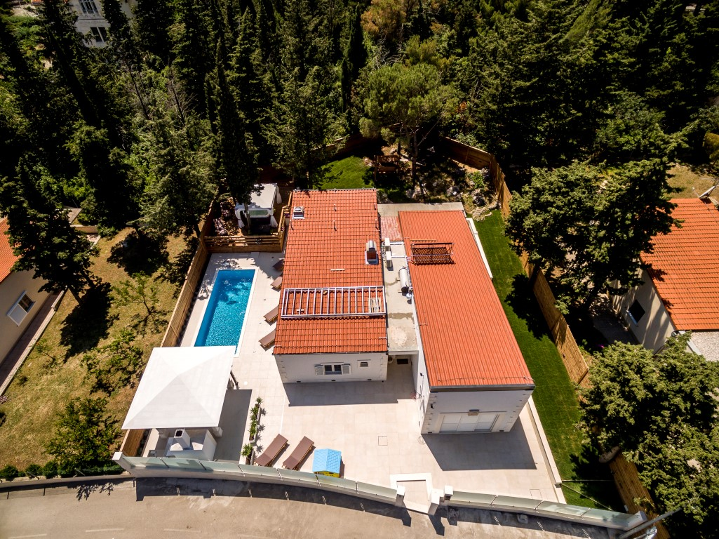 Luxurious villa with pool and Jacuzzi near center of Split