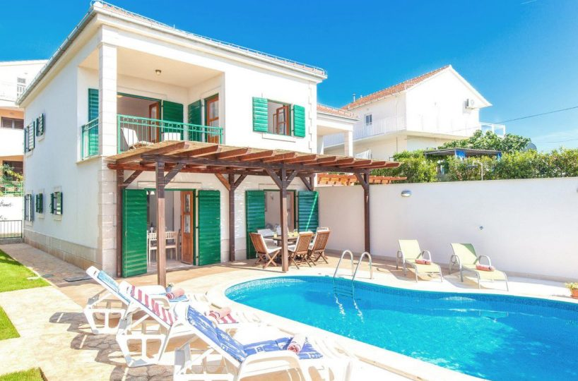 Villa with pool near center of Hvar