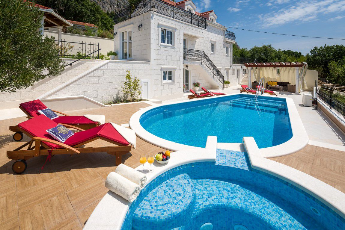 Villa Adriatic View - Modern stone villa with pool and Jacuzzi near ...