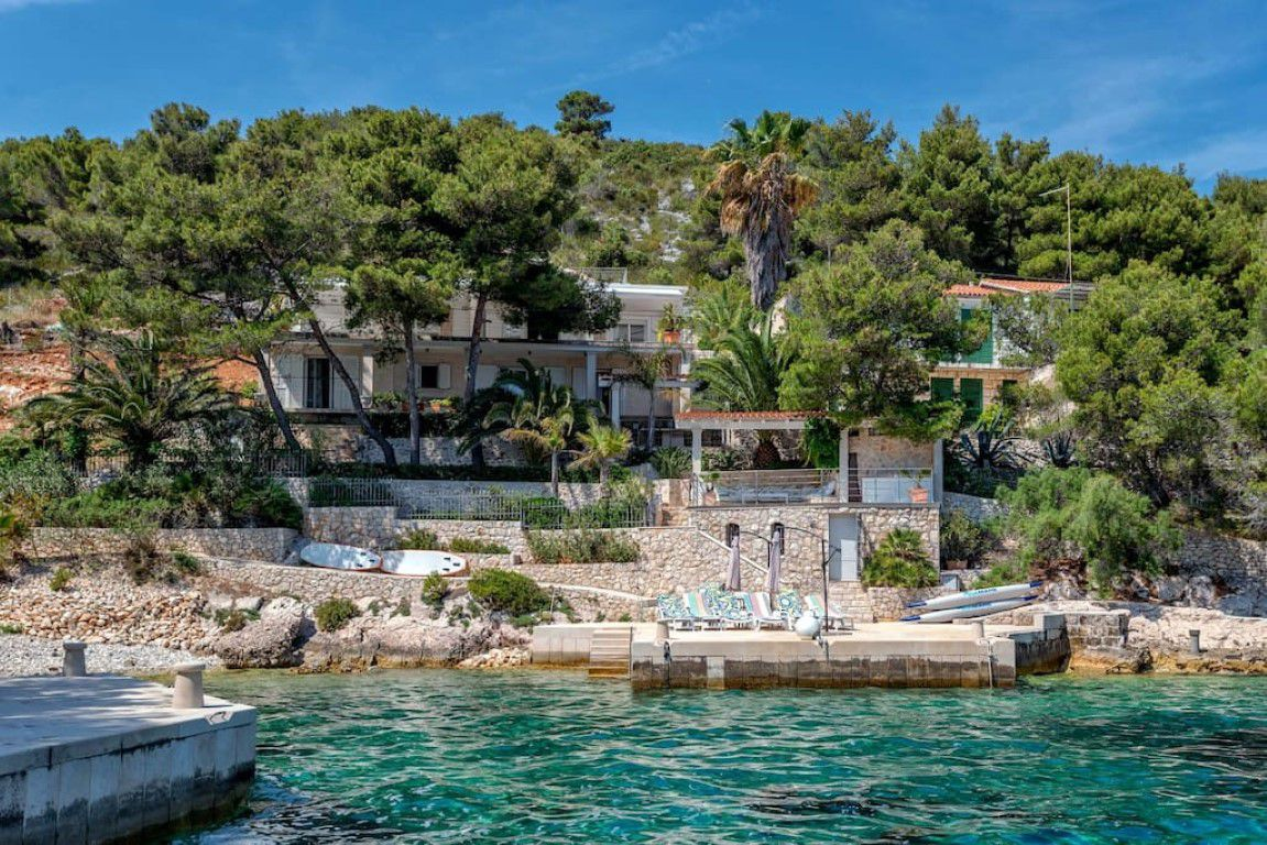 Villa Beach Serenity Luxurious Seafront With Private