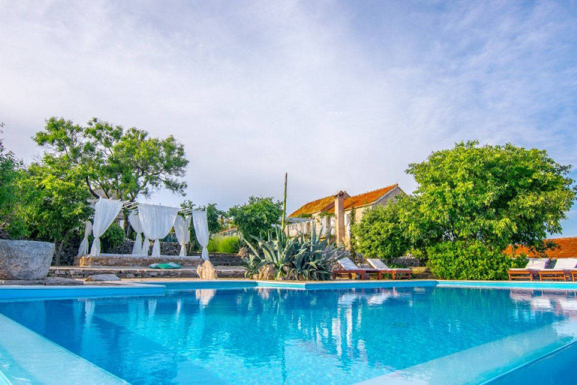 Villa Island - Rustical stone villa with pool and sea view, Hvar
