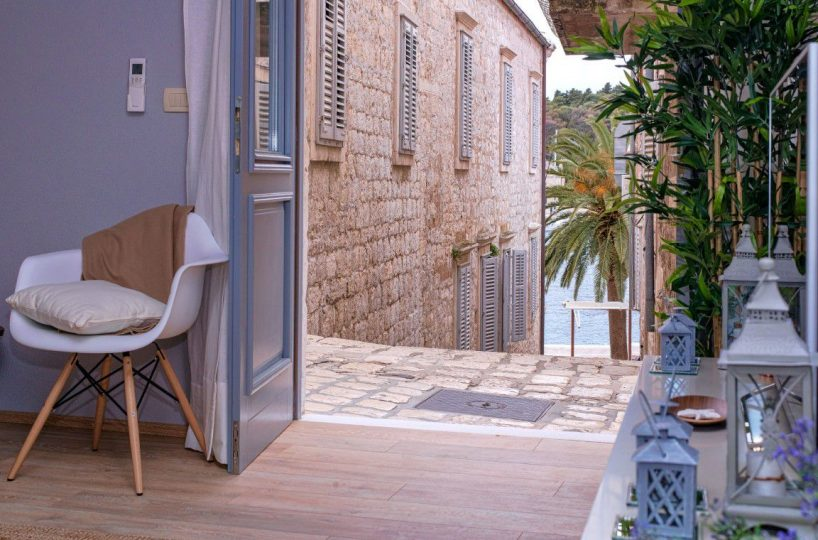 Apartment Promenade Hvar - Historic apartment in the center of Hvar