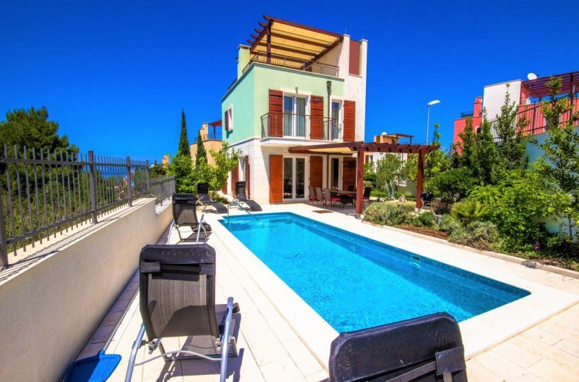 Villa Dawn Brac- Beautiful villa with pool sea view near the sea, Splitska
