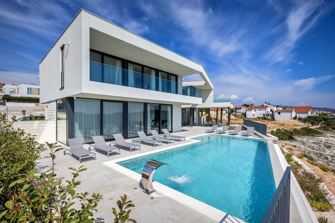 Seafront luxury villa with pool in Rogoznica